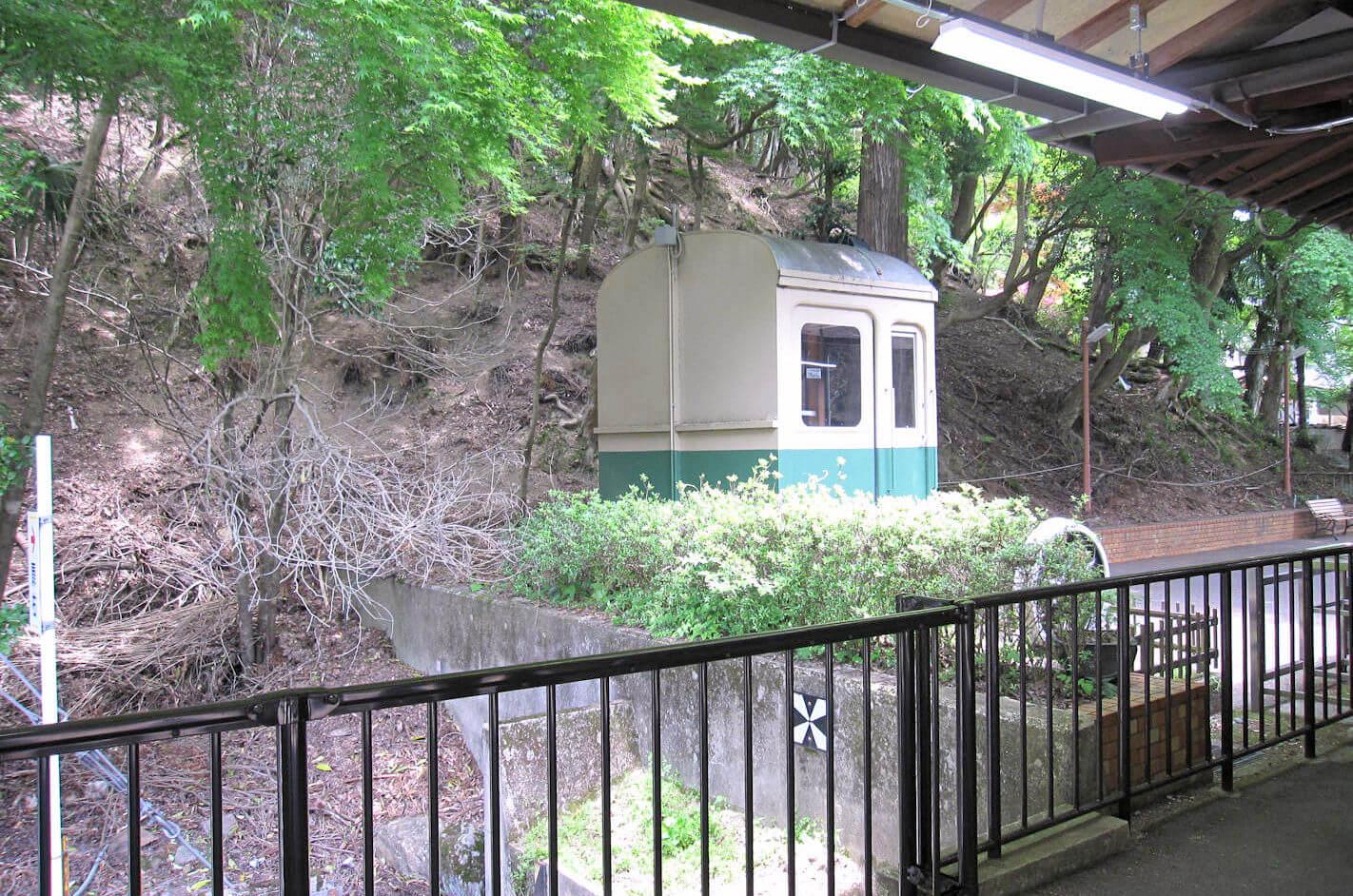 鞍馬駅近くの旧電車