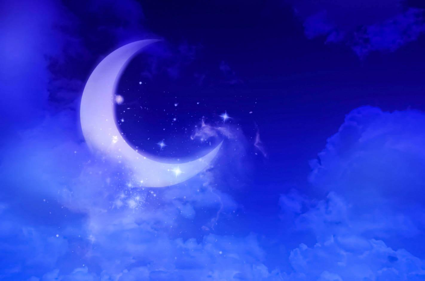 夜空に光る美しい月と星々