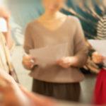 レイキ講座に参加する女性達