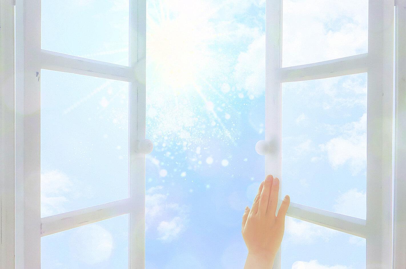 未来への扉を開ける手