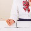 受験勉強に励む女学生