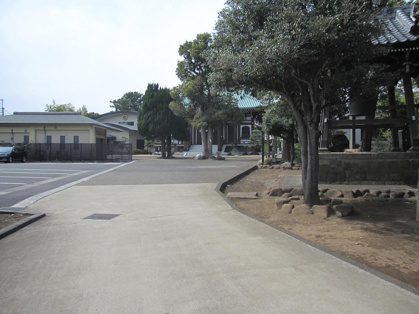 西方寺(本殿への道)