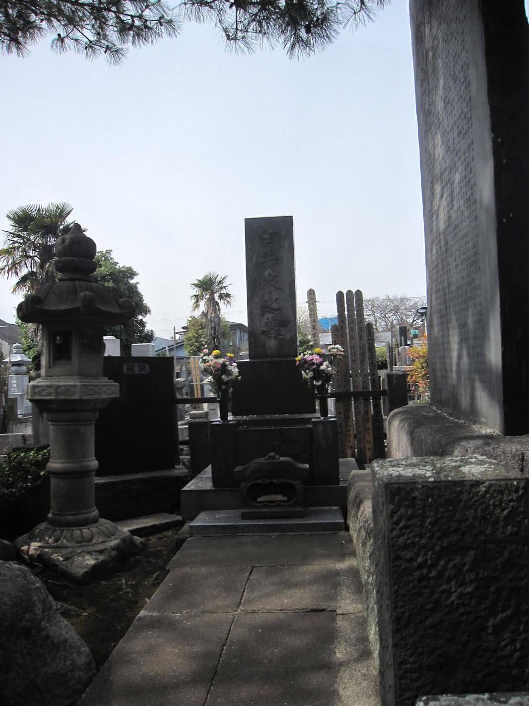 西方寺(臼井甕男先生のお墓)